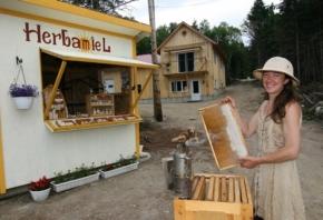 Une apicultrice de la Côte-Nord à Apimondia en France